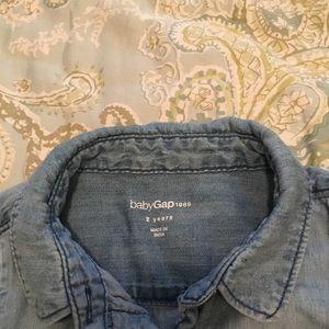 GAP Shirts & Tops - Chambray Gap Shirt